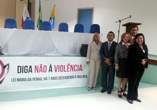 Palestrantes e debatedores do Encontro sobre violência doméstica em Santarém (Foto: Coordenadoria de Imprensa/ TJPA)