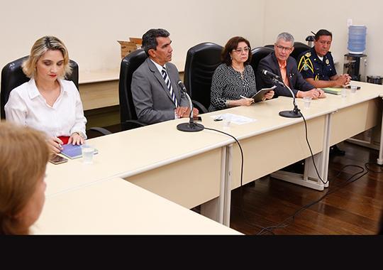 Desa. Elvina Gemaque Taveira, representando o presidente do TJPA, em discurso na abertura da reunião para entrega dos smartphones (Foto: null / Ricardo Lima/TJPA)