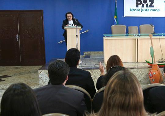 """Desa. Vera Araújo em discurso no lançamento da 3ª fase da campanha """"Paz Nossa Justa Causa"""" (Foto: TJPA)"""